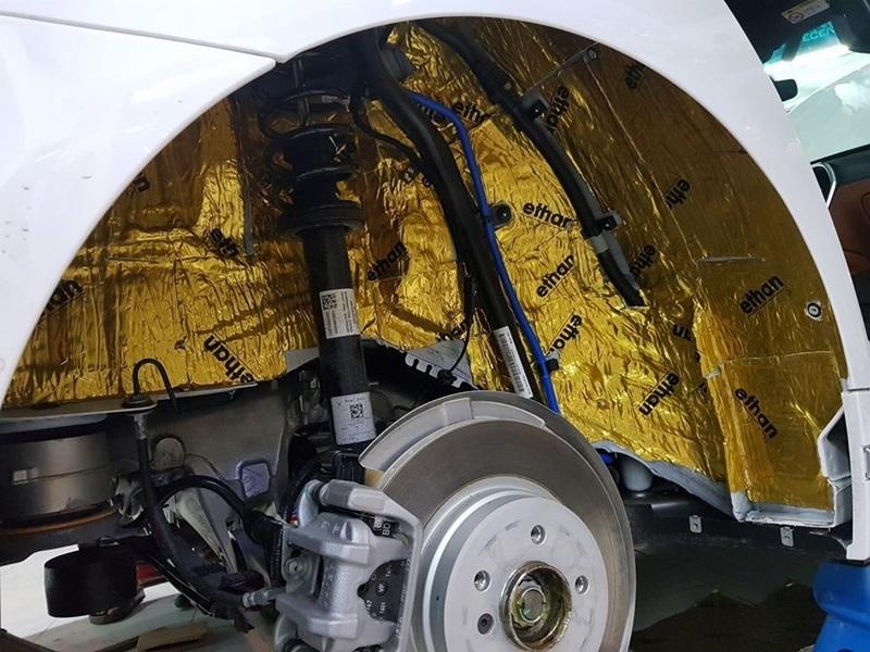 Cách âm lòng vè/hốc bánh  ngăn chặn tạp âm/ sóng âm/ tiếng vọng từ lốp xe vào khoang lái/ tiếng đá dăm văng vào hốc bánh