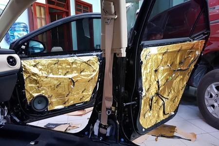 Cách âm chống ồn 4 cánh cửa cho xe ô tô 7 chỗ - Hình 4