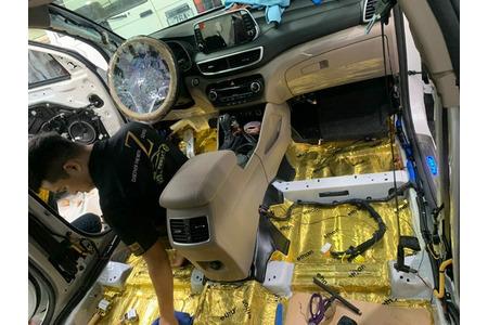 Cách âm chống ồn khoang máy xe ô tô 7 chỗ