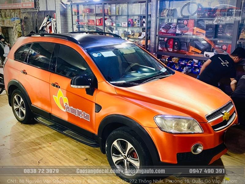 Chevrolet CAPTIVA LTZ biến hình thành công với gói Wrap decal đổi màu nhôm xước cam đen tại Cao Sang