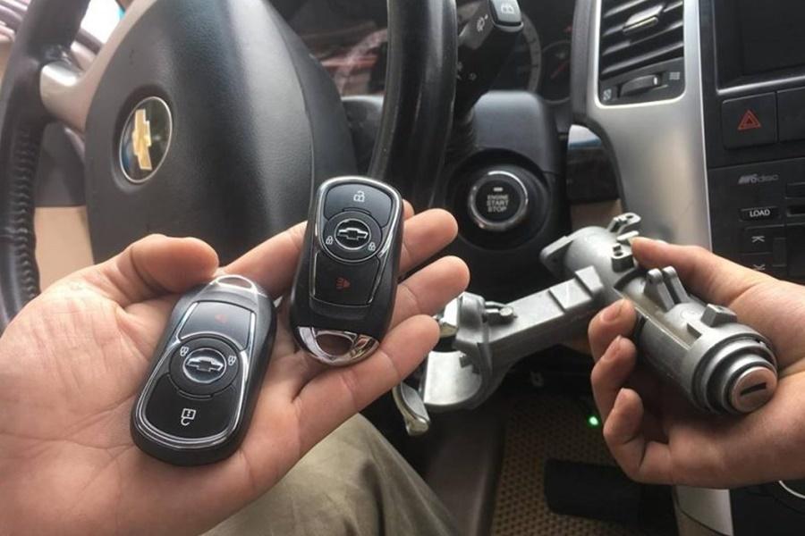 Chevrolet Captiva khi tahy thế ổ khóa cơ thành điện