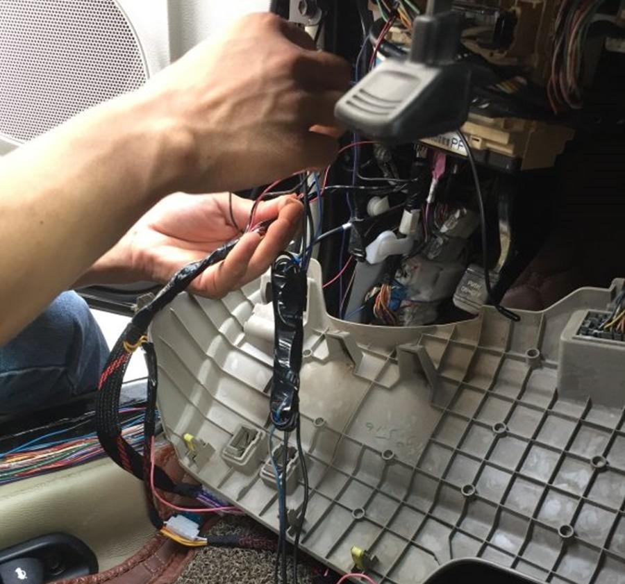 Lắp Đặt Hộp Module Điều Khiển Của Bộ SMartKey OVI
