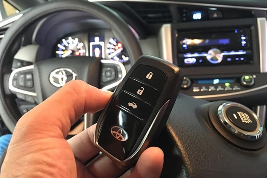 Chìa Khóa Thông Minh Cho Toyota INNOVA 2017