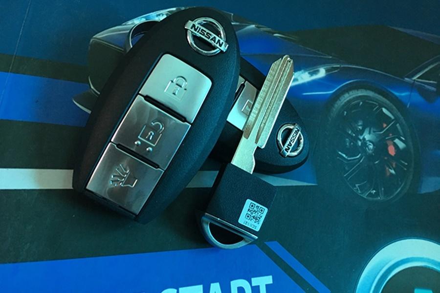 Chìa Khóa Smartkey Thông Minh Cho Nissan Sunny