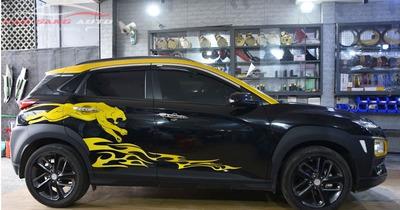 Dán decal tem xe Hyundai Kona vàng đen đẹp nhất