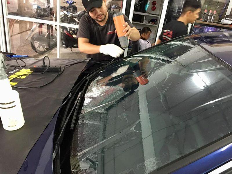 Dán phim cách nhiệt cho xe ô tô