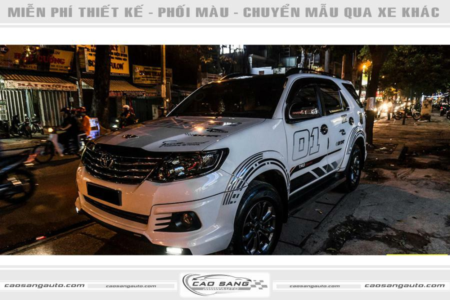 Tem xe Fortuner trắng đen thể thao