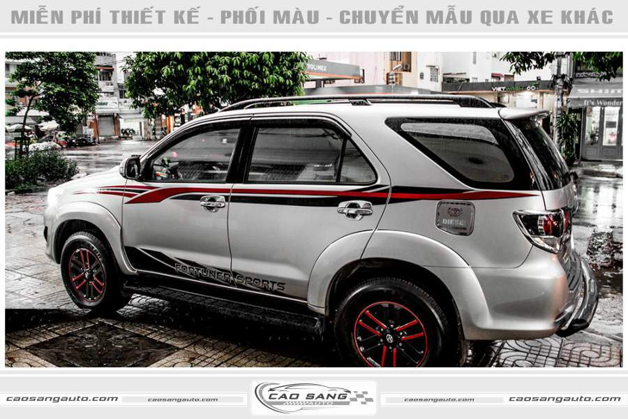 Tem xe Fortuner bạc thể thao