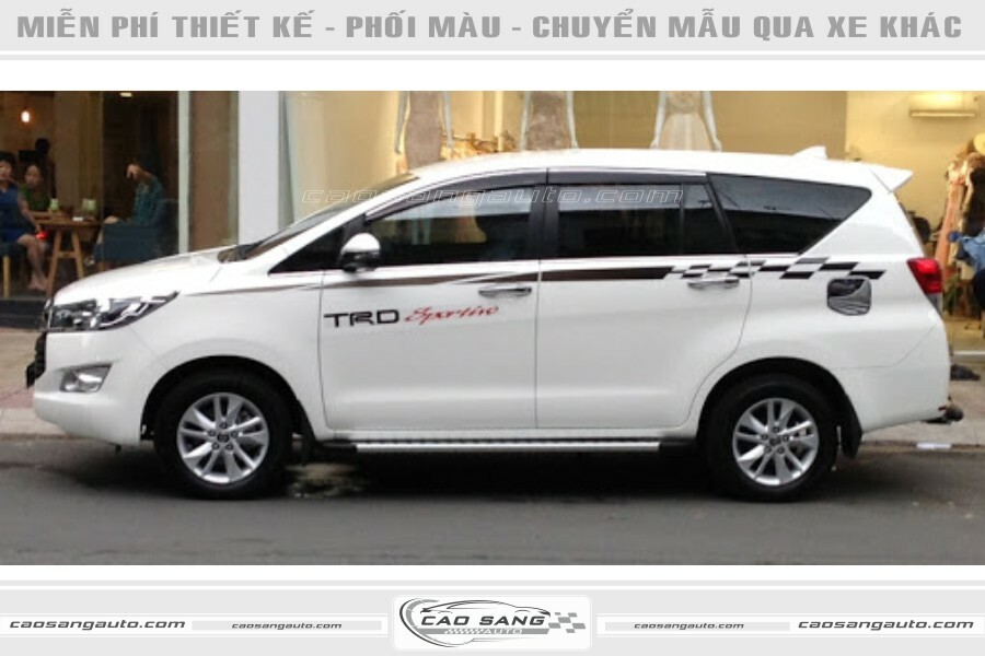 Tem xe Innova trắng đen TRD
